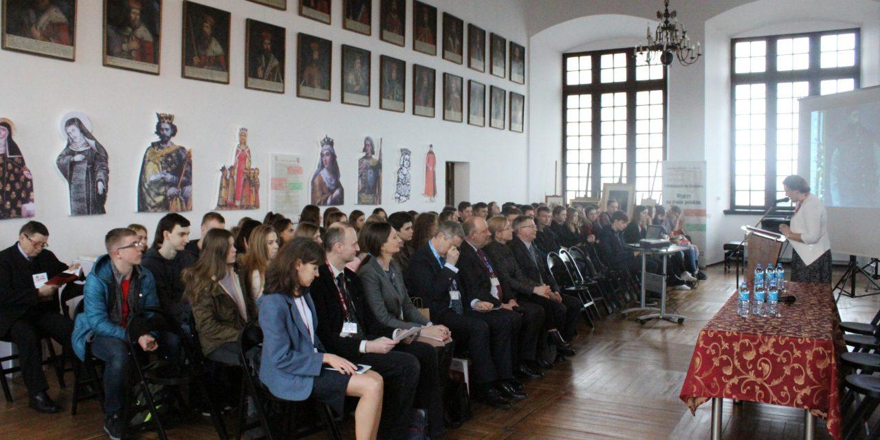 """""""Parlamentarzyści polscy i węgierscy – ofiary reżimów totalitarnych"""""""