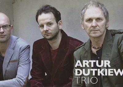 Artur Dutkiewicz Trio z napisem - fot. Tom Koprowski-kopia